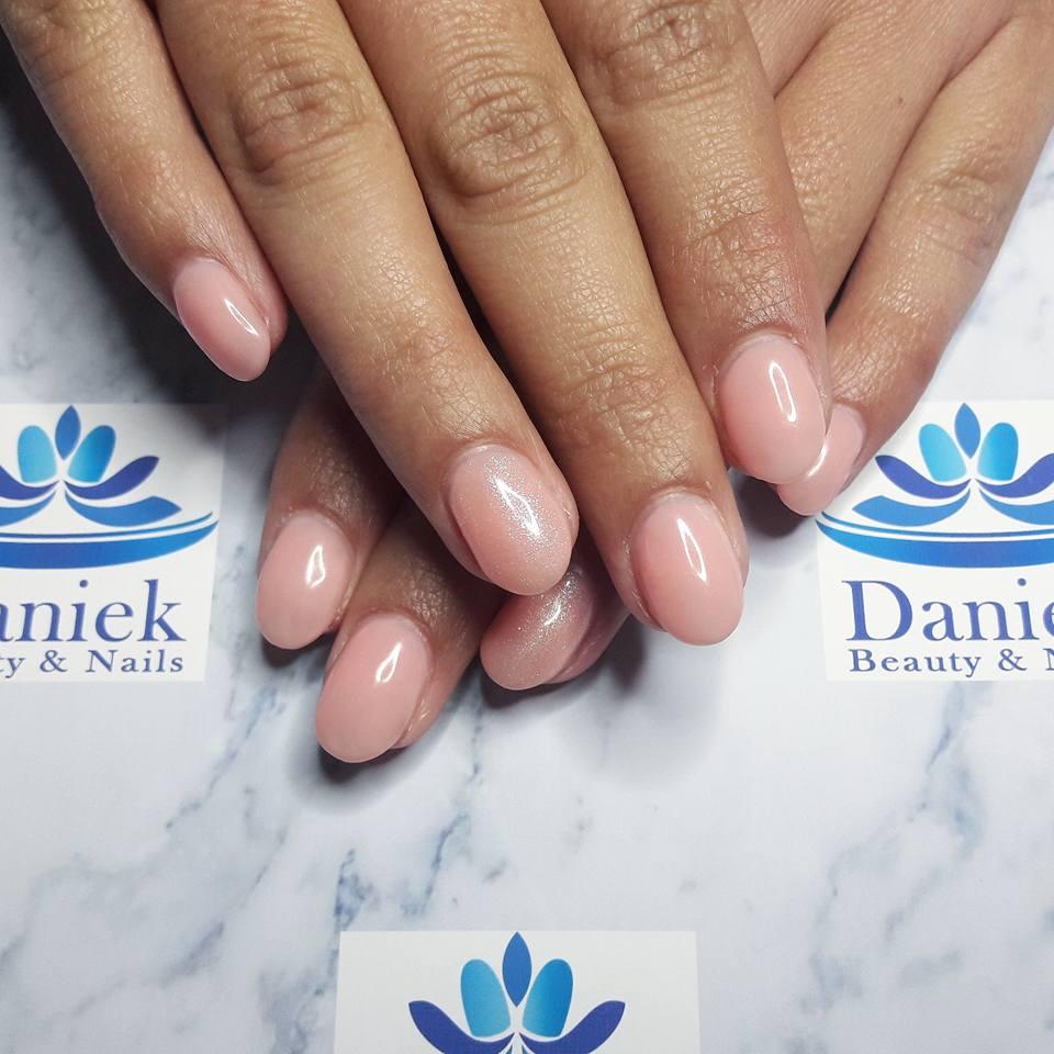 gellak-vintage-pink-met-shine-op-de-ringvinger
