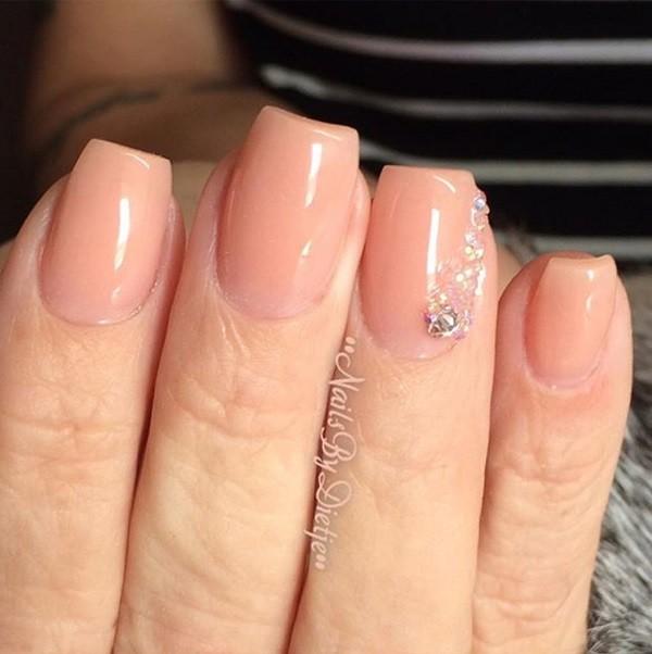 Korte mooie nagels van Cover pink