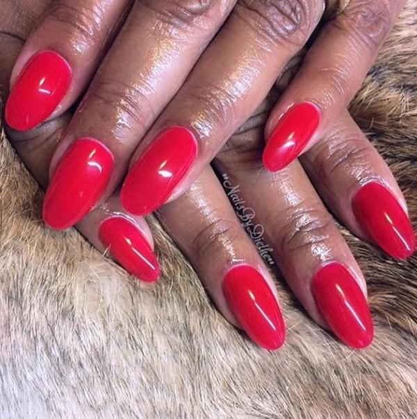 Mooie Oval shape nagels met Sweet lips gellak